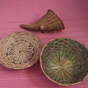 Set of 3 wicker baskets